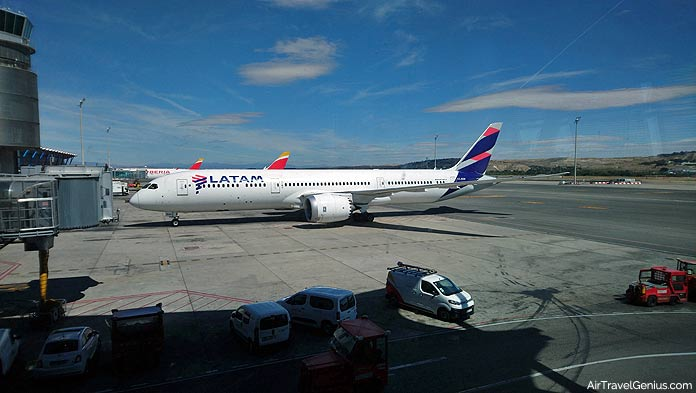latam boeing 787 at madrid