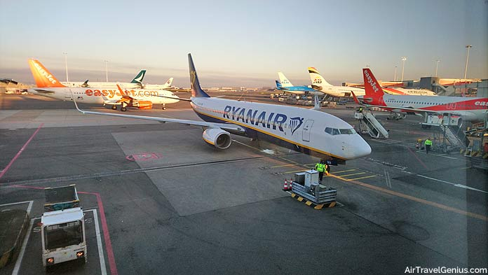 easyjet and ryanair aircraft